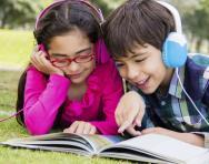 children_listening_to_an_audiobook