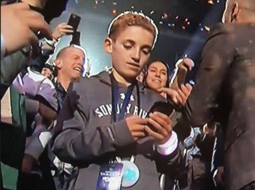 https://images.hellogiggles.com/uploads/2018/02/04113942/selfieboy.jpg